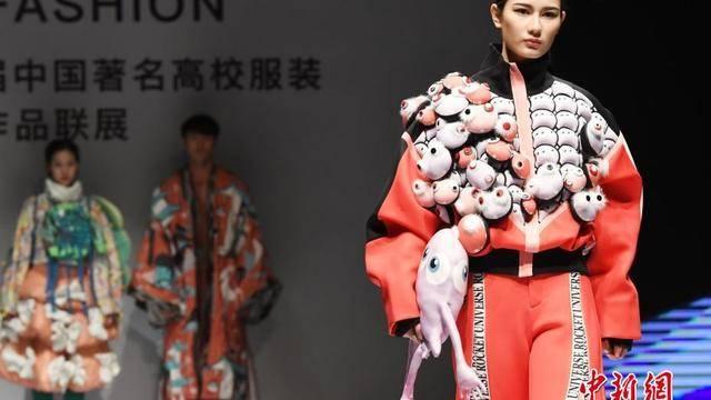 """第二届""""中国著名高校服装优秀作品联展""""在深圳举行"""